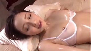 Full HD japan Porn: zo.ee/4mPbV - asian japanese milf Erika Momotani oily massage
